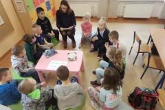 Cała szkoła czyta dzieciom